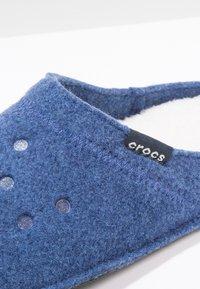 Crocs - CLASSIC - Pantuflas - cerulean - 5