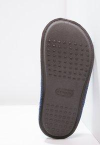 Crocs - CLASSIC - Pantuflas - cerulean - 4