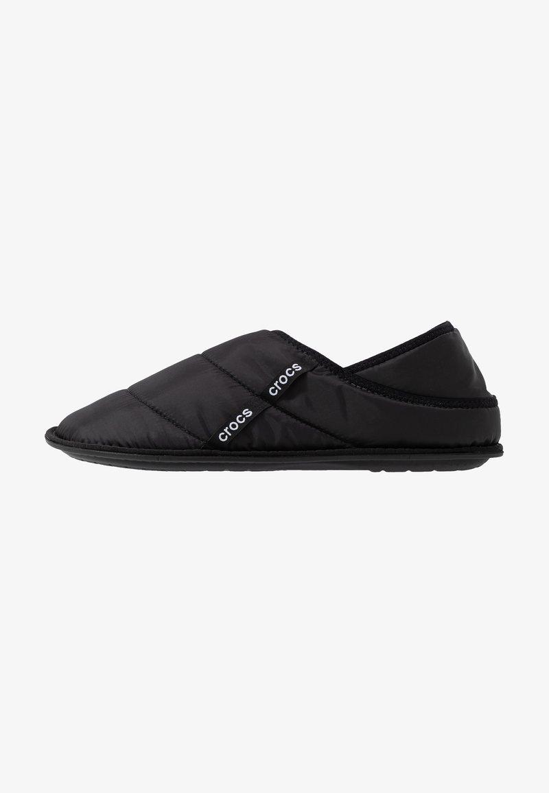 Crocs - NEO PUFF SLIPPER - Tofflor & inneskor - black