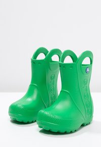 Crocs - HANDLE IT RAIN BOOT KIDS - Wellies - grass green - 2