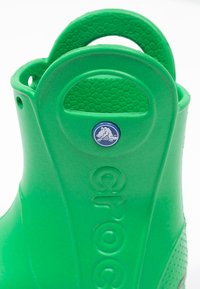 Crocs - HANDLE IT RAIN BOOT KIDS - Wellies - grass green - 5