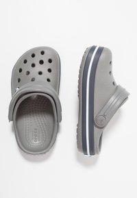 Crocs - CROCBAND - Sandały kąpielowe - smoke/navy - 0