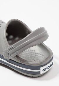 Crocs - CROCBAND - Sandały kąpielowe - smoke/navy - 2