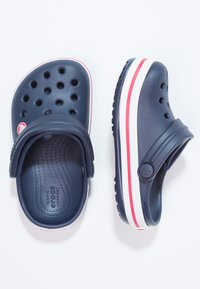 Crocs - CROCBAND - Chanclas de baño - navy/red - 1