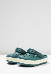 Crocs - CROCBAND - Badesandaler - evergreen - 3