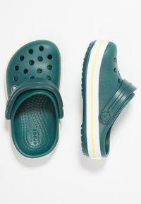Crocs - CROCBAND - Badesandaler - evergreen - 0