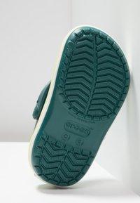 Crocs - CROCBAND - Badesandaler - evergreen - 5
