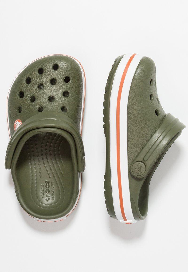 Crocs - CROCBAND - Chanclas de baño - army green/burnt sienna