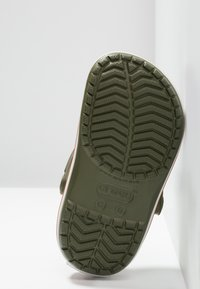 Crocs - CROCBAND - Chanclas de baño - army green/burnt sienna - 5