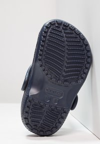 Crocs - CLASSIC  - Sandały kąpielowe - navy - 4