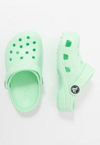 Crocs - CLASSIC  - Chanclas de baño - neo mint - 0