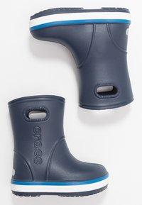 Crocs - CROCBAND RAIN BOOT - Kalosze - navy/bright cobalt - 0