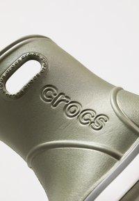 Crocs - CROCBAND RAIN BOOT - Regenlaarzen - army green/slate grey - 2