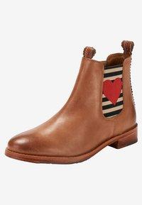Crickit - CHELSEA BOOT JULIA MIT HERZ - Ankle boots - cognac - 6