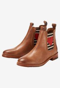Crickit - CHELSEA BOOT JULIA MIT HERZ - Ankle boots - cognac - 3