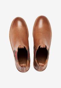 Crickit - CHELSEA BOOT JULIA MIT HERZ - Ankle boots - cognac - 7