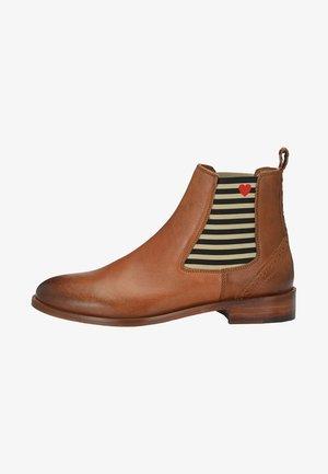 CHELSEA BOOT SUVI MIT STREIFEN UND HERZCHEN - Classic ankle boots - cognac