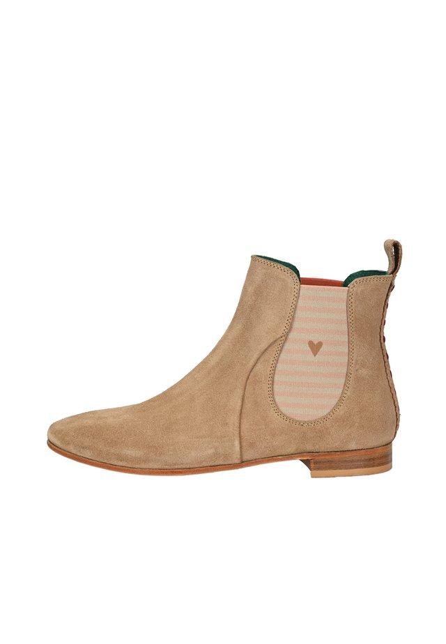 CHELSEA BOOT TILDA CHELSEA BOOT MIT STREIFEN UND HERZCHEN - Classic ankle boots - sand