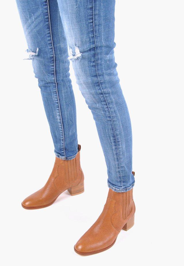 STIEFELETTE VALESKA - Ankle boots - cognac