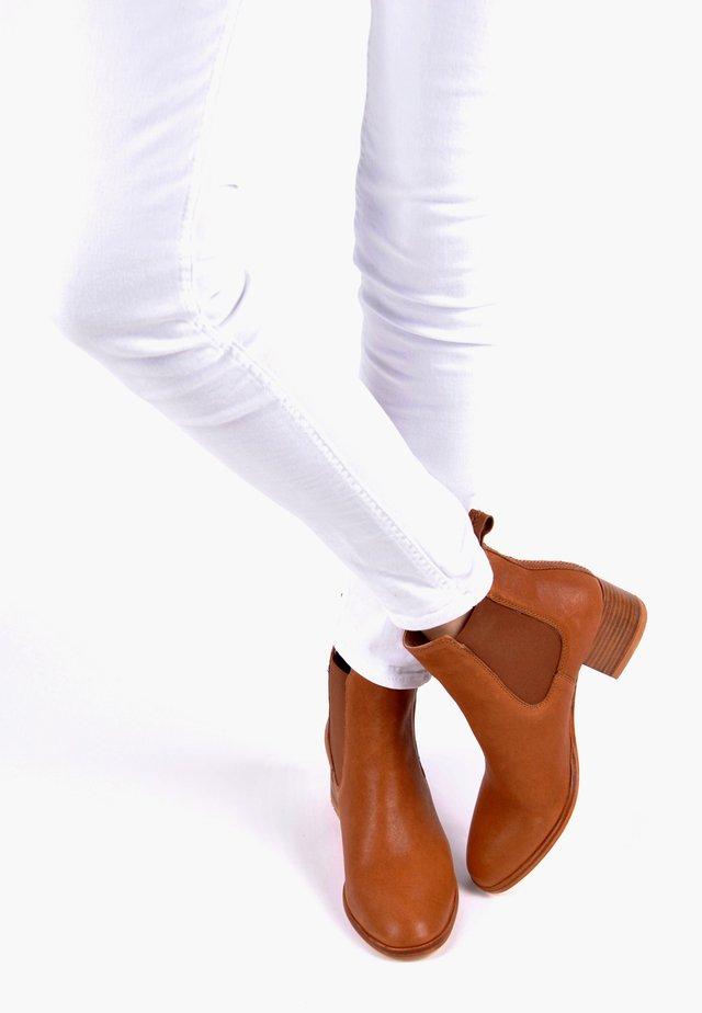 STIEFELETTE CHRISTINA - Ankle boots - cognac