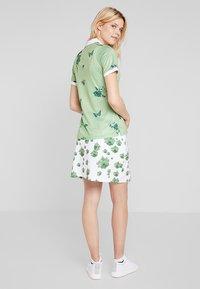 Cross Sportswear - FLOWER - Sportshirt - mineral green - 2
