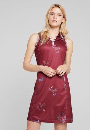 NOSTALGIA DRESS - Jurken - rumba red
