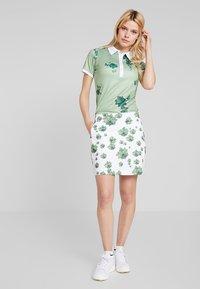 Cross Sportswear - FLOWER SKORT - Rokken - mineral green - 1