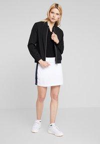 Cross Sportswear - STRIPE SKORT - Jupe de sport - white - 1