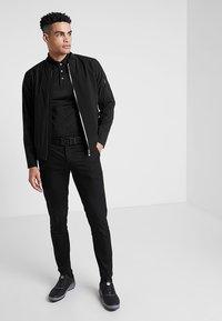 Cross Sportswear - BOMBER JACKET - Regenjacke / wasserabweisende Jacke - black - 1