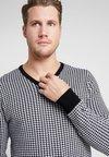 Cross Sportswear - CLASSIC V NECK - Jersey de punto - white/black pepita