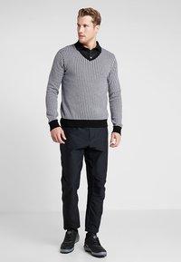 Cross Sportswear - CLASSIC V NECK - Trui - white/black pepita - 1