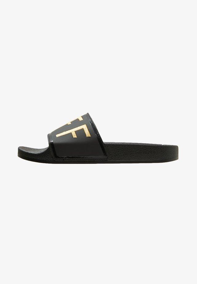 AGUA COPA - Pantolette flach - black/gold