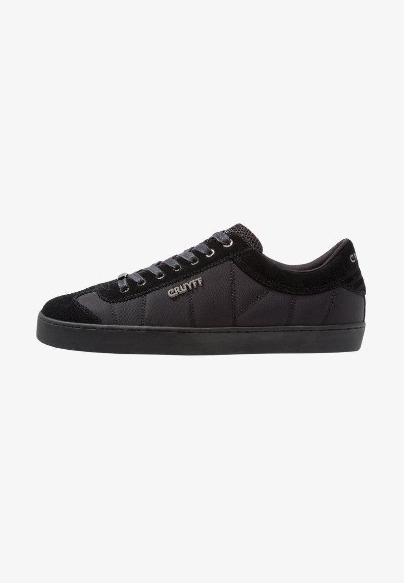 Cruyff - SANTI RANDOM QUILT - Trainers - black