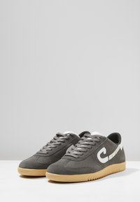Cruyff - MEDIO CAMPO - Sneakersy niskie - dark grey - 2