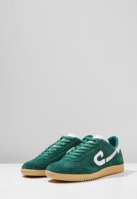 Cruyff - MEDIO CAMPO - Sneakersy niskie - bright green - 2