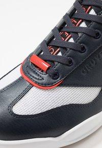 Cruyff - LIGA - Sneakersy niskie - white/bright red - 5