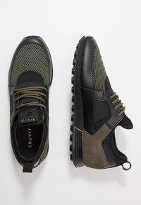 Cruyff - TRAXX - Sneakersy niskie - olive - 1