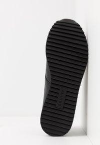 Cruyff - COSMO - Matalavartiset tennarit - black - 4