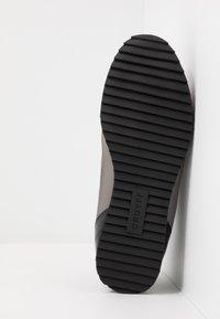 Cruyff - MONTANYA - Sneakersy niskie - dark grey - 4