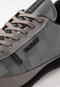 Cruyff - MONTANYA - Sneakersy niskie - dark grey - 5