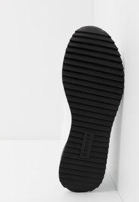 Cruyff - RIPPLE RUNNER - Trainers - white/black - 4