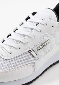 Cruyff - RIPPLE RUNNER - Trainers - white/black - 5