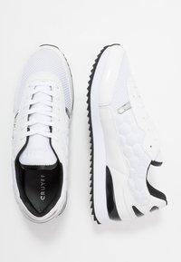 Cruyff - RIPPLE RUNNER - Trainers - white/black - 1