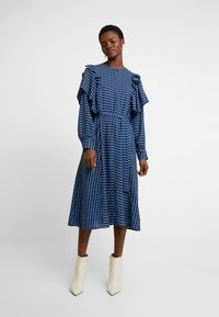 Cras - SAGACRAS - Robe longue - navy monogram - 0