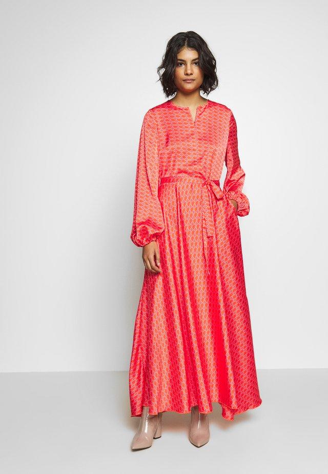 MONO DRESS - Vestido largo - orange
