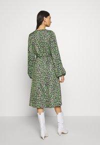 Cras - LANI DRESS - Day dress - green leo - 2