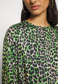 Cras - LANI DRESS - Day dress - green leo - 5