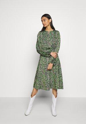 LANI DRESS - Robe d'été - green leo
