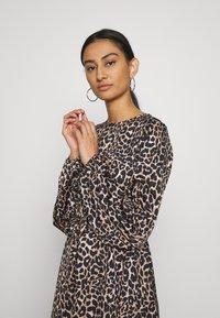 Cras - LANI DRESS - Robe d'été - brown - 3