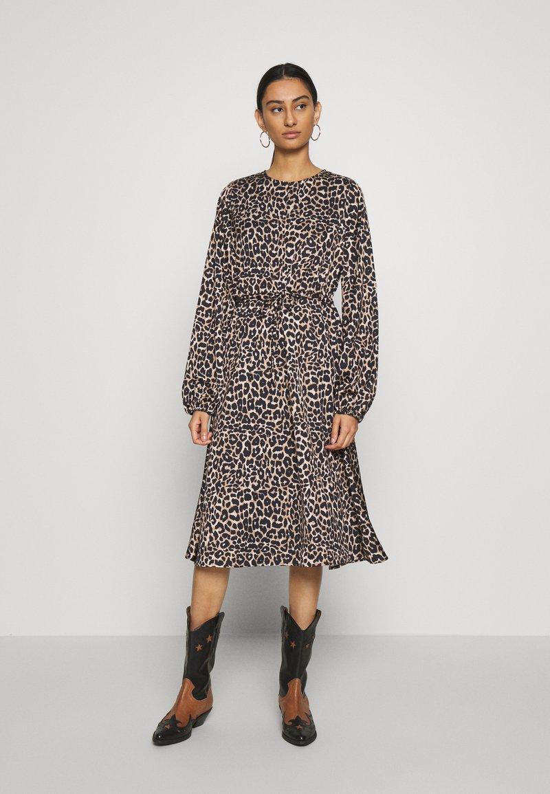 Cras - LANI DRESS - Robe d'été - brown